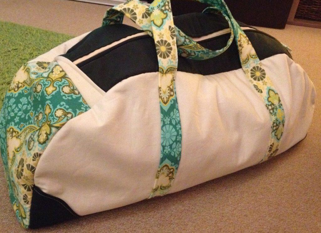 Eine Tasche für Yogamatte und Equipment